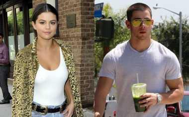 Selena Gomez Canggung Dipeluk Nick Jonas