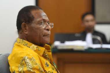 Daftar Orang yang Diperkaya Eks Gubernur Papua