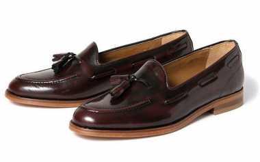 Pria Lebih Keren dengan Sepatu Stanford