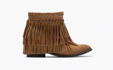 Inspirasi Bergaya dengan Sepatu Fringe ala Artis Hollywood