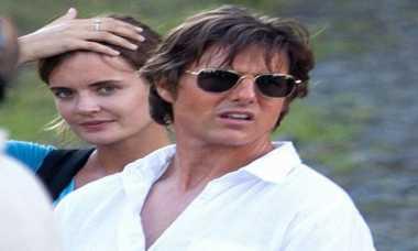 Tom Cruise Tak Pacari Asistennya yang Mirip Katie Holmes
