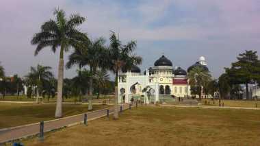 Masjid Raya Baiturrahman Adopsi Payung Elektrik Masjid Nabawi