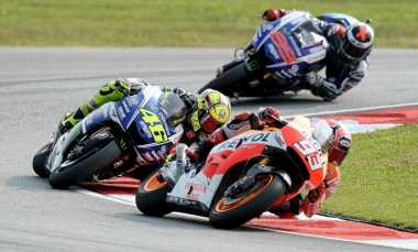 Rossi Siap Bersaing dengan Lorenzo dan Marquez