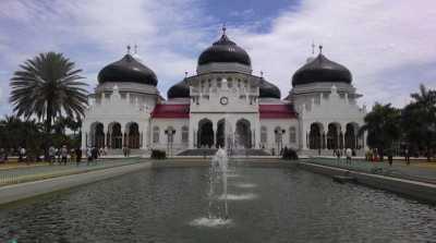 Taman Kurma Hiasi Masjid Baiturrahman