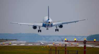 Ketinggalan Pesawat di Abu Dhabi, Turis Inggris Ditahan