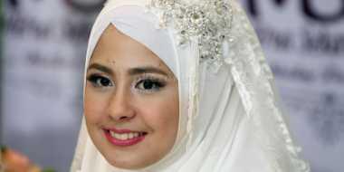 Gaya Hijab Risty Tagor Jadi Inspirasi Hijabers