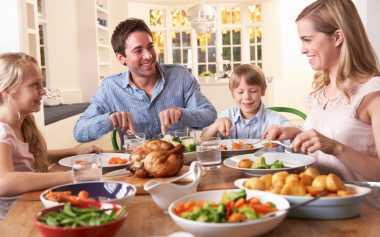 Setop Main Gadget ketika Makan Bersama