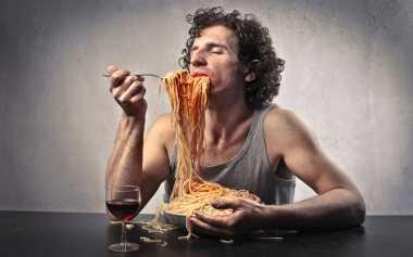 Kebiasaan Buruk saat Makan Bisa Rusak Hubungan