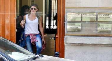 Gisele Bundchen ke Dokter Bedah Plastik Pakai Cadar