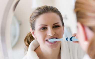 Jangan Menyikat Gigi di Bawah Pancuran