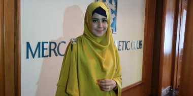 Inspirasi Gaya Hijab Risty Tagor