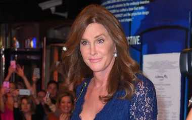 Caitlyn Jenner Operasi Plastik demi Mirip Angelina Jolie