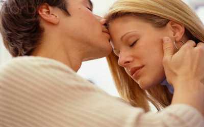 Ciuman Meningkatkan Risiko Kanker Seperti Rokok