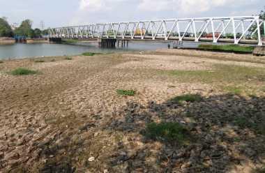 Air Cisadane Surut, Tiga Wilayah Tangerang Longsor