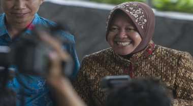 Risma Bungkam Belum Ada Lawannya di Pilkada Surabaya