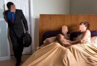 Pulang Dinas, Tentara Pergoki Istrinya Selingkuh di Kamar Mandi