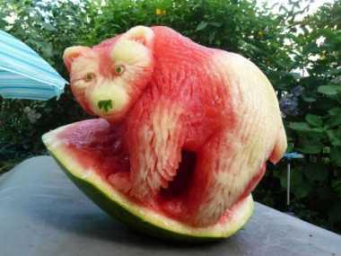 Kreasi Fruit Carving Cantik dari Semangka
