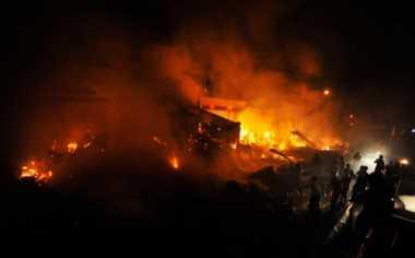 Kebakaran Melanda Pemukiman di Cipinang Besar Selatan