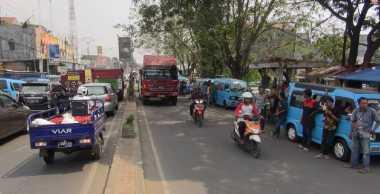 Ratusan Sopir Angkot Serang-Cilegon Mogok