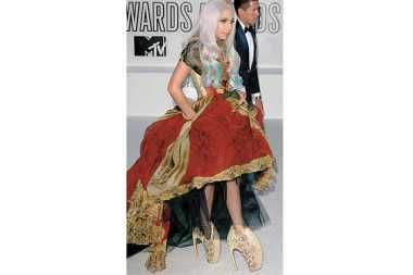 Lady Gaga Koleksi Sepatu McQueen