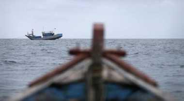 Kapal Polda Riau Tenggelam Dihantam Ombak
