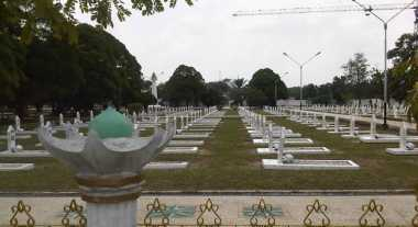 Tiga Makam Pahlawan Ambles