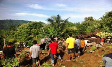 Longsor Timpa Dua Rumah di Padang