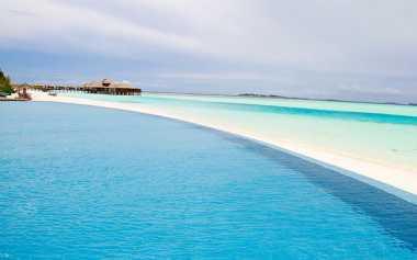 Intip Kolam Renang dengan Pemandangan Terindah Dunia