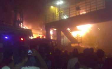 Penyelidikan Kebakaran Pasar Gembrong Dilanjutkan Pagi Hari