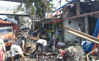 Korban Kebakaran Pasar Gembrong Mengungsi di Musala