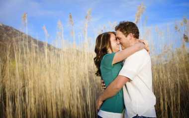 Cara Pria Uji Kekasih lewat Ciuman