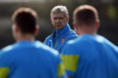 Wenger Bekerja 24 Jam untuk Datangkan Pemain