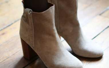 Tips Membersihkan Ankle Boots Bahan Suede