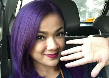 Alasan Nirina Zubir Pilih Warna Rambut Ungu