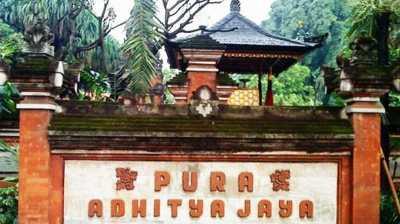 Pura Aditya Jaya Simbol Kerukunan Beragama