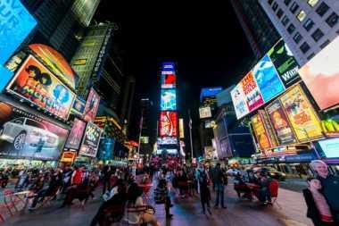 "Turis Keluhkan ""Showgirls"" dan ""Mickey Mouse"" di Times Square"