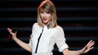 Padu Padan Celana Pendek ala Taylor Swift