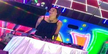 DJ Tiara Dapat Pengalaman Nge-DJ Di Truk