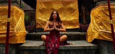 "Foto-foto Selin ""Elif"" Ketika di Bali"
