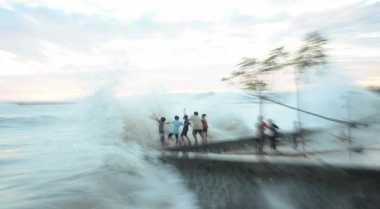 Tinggi Gelombang di Perairan Lampung Capai 5 Meter