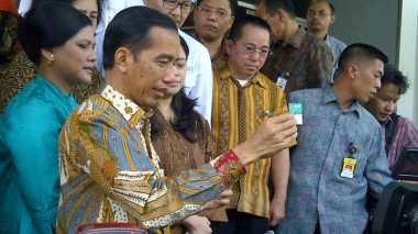 Jokowi Sebar Kartu Sakti di Bali