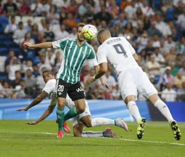Benzema dan James Bawa Madrid Unggul 4-0