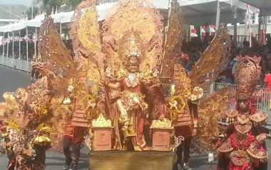 Pesona Kostum 30 Kg di Jember Fashion Carnaval