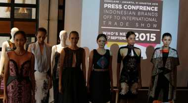 Show di Paris, Ini Koleksi Desainer Ali Charisma