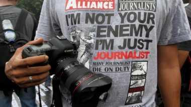 Liput 10 Anggota DPRD Muba Diperiksa KPK, Wartawan Diusir Brimob