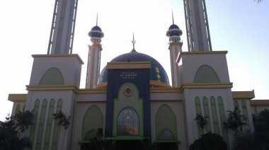 Pohon Kurma Bisa Ditemui di Masjid Agung Bekasi