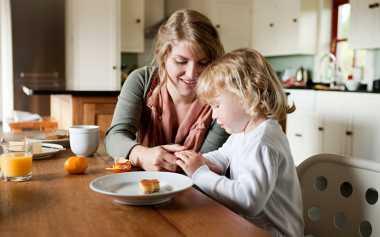 Sederet Hal Terlarang saat Membantu Anak Mandiri