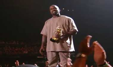 Rihanna Dukung Kanye West Jadi Presiden