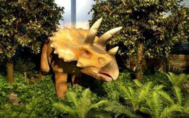 Nikmati Sensasi Menegangkan, Makan Bareng Dinosaurus