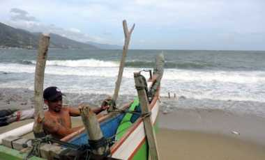 Ombak Tinggi, BMKG Pangkalpinang Minta Nelayan Tak Melaut